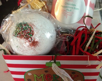 Santa's Sweets Bath Set/Bath Bomb Gingerbread cookie/Peppermint Chocolate Bath Whip/Gingerbread Man Melt/Shea Butter Enriched/Christmas Set
