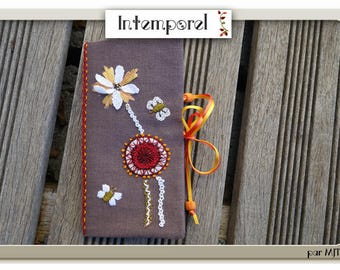 Flowers and stylized butterflies 2 needle case
