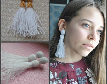Long  white beaded tassel feathers clips,Oscar de la Renta,Long earrings tassels,bead earrings,beaded tassel earrings,gift christmas for her