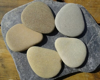 5 flat beach stones 2.7''- 3''[7-7.5cm]. Natural flat sea stones. Decorative stones. Beach stones for various crafts.