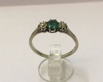 18ct White Gold, 1/4ct Emerald & 1/4ct Diamond Ring - Hallmarked - Size 7.5 (UK P)