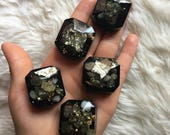 Orgone Generator Pocket Piece, Orgone Pocket Gem, Orgone Generator, Pyrite and Citrine Orgone Gems, Resin Trinket with Orgone Energy