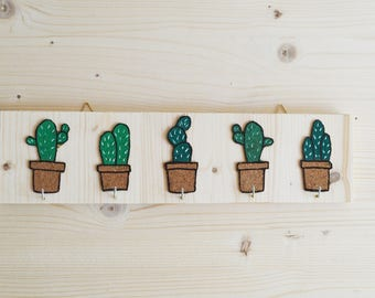 Wooden wallhanger with cactus display