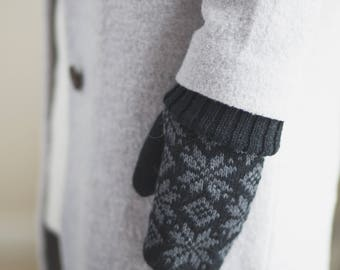 Lambswool Snowflake Knit Mittens//Winter Mittens//  Black Colour