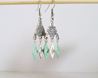Earrings ethnic triangle and enameled green and white
