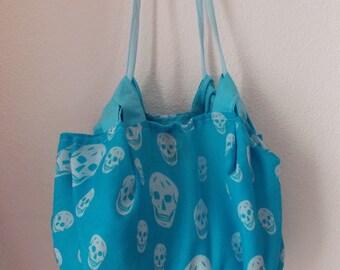 Shoulder bag, beach bag, sports bag in skull design