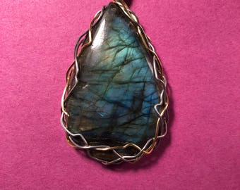 Labradorite, 134.80 cts. Silver-plaated wire and 925 Silver-filled chain.  L 2