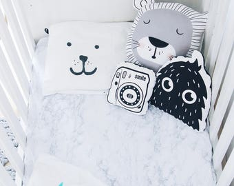 MARBLE CRIB BEDDING. Black and white baby bedding. Marble Crib Sheet. Modern baby bedding, gender neutral crib sheet. Monochrome Nursery