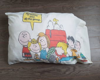 Vintage Charlie Brown and the Gang Peanut Snoopy Lucy Linus Woodstock  19.5'' x 30'' Standard Pillowcase Cotton