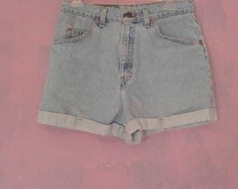 """Vintage Levis White Tab Cuff Shorts size 11 30"""" waist"""