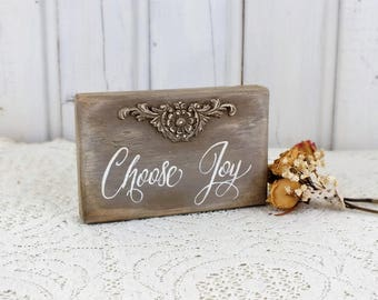 Choose Joy sign Small sign for home Rustic chic Positive quote Christian gift Office motivational signs Graduation party decor Farmhouse art