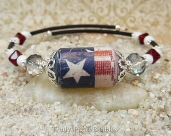 Red White & Blue Patriotic Handmade Artisan Paper Focal Bead Memory Wire Wrap Bracelet