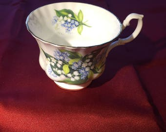 Vintage Royal Albert Tea Cup Bone China England Floral Design Gold Trim