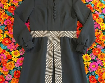 Vintage Gray Blue White Geometric Belt Abstract Panel Inverted Pleat Detail Long Sleeves Mod Dress