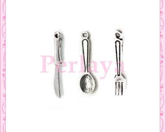 Mix of 15 spoons, knife and fork silver REF072X5 charms