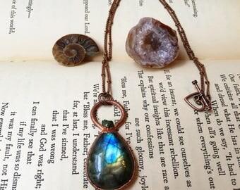 Labradorite Necklace, Labradorite Jewelry, Peacock Ore Necklace, Blue Crystal Necklace, Handmade Copper Jewelry, Green Crystal Necklace