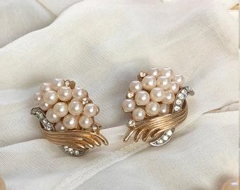 Vintage Crown Trifari Earrings/Trifari Clip on's/Vintage Jewelry/Pearls/rhinestones