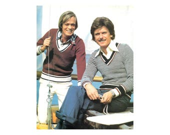 Mens V-neck Pullover - Knitting Pattern - Striped Long Sleeves, Contrasting Collar