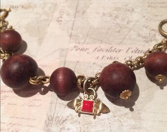 Vintage bracelet with wooden beads