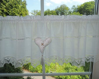 Rustic house curtain with tips and Dekoherz