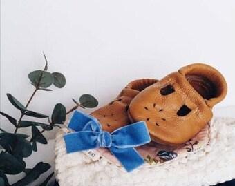 Antique Blue velvet • Hand tied bow • schoolgirl • nylong headband • alligator clip • piggy tail • JANIE style
