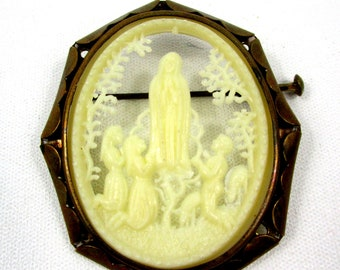 Vintage Our Lady of Fatima Celluloid Brooch in Brass ,1940s Carved Fatima Silhouette,French Depose Carved Celluloid Silhouette