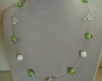 Fashion necklace simple green and white bead