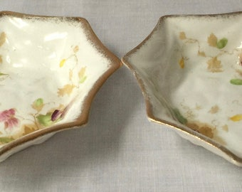 Pair of trinket dishes