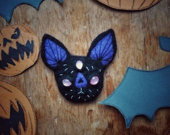 Needle Felted Wool Brooch  Bat, Unique felt brooch, woolen brooch, wool jewelry, felt bat,black felt bat,  felted pin