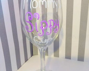 Mommys Sippy Cup Wine Glass - Mommys Wine Glass - Handpainted Wine Glass - Moms Wine Glass - Personalized Wine Glass