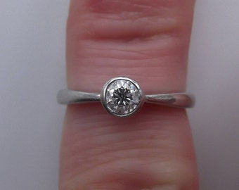 Stunning 18ct White Gold 0.27 Carat Diamond Solitaire Ring Size K 1/2