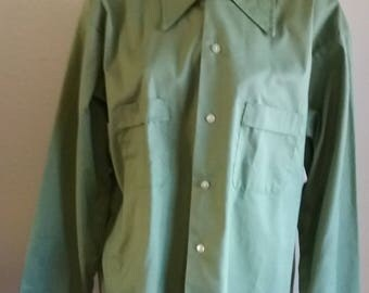 Vintage 70s Men's Green Permanent Press Size Large 16 - 16 1/2 Long Sleeve Work Shirt 50/50% Poly/Cotton Made in USA