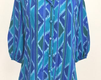 1970s Vintage Groovy Womens Retro Blouse Abstract Blue Button Down Collar 3/4 Sleeves Size Small Mako Hawaii Loose Polyester Top