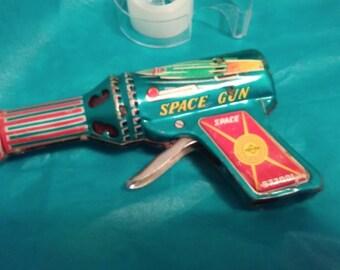 DAIYA Japan 1950's TIN LITHO Space Gun!!!