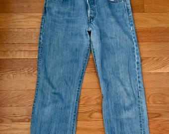 Vintage Levis 501's Medium Blue Wash High Waisted Boyfriend Jeans From the 90's       Size 29