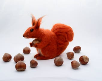 Red squirrel wool gift