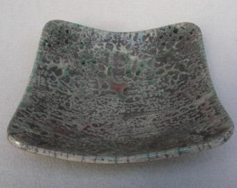 Centrotavola svuotatasche ciotola. Ceramica raku. Colore verde iridescenze rame