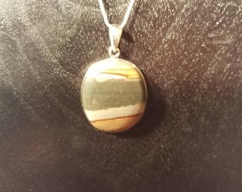 Green center stone pendant