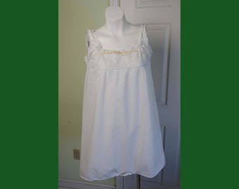 Vintage 1920's Woman's Chemise White Cotton Jumper with Embroidered Lace