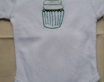 Cupcake baby onesie size 000 cotton short sleeve - hand embroidered