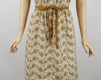 Vintage 1960s Dress Tan and Brown Eyelet Dress by Dauphine B40 W24-34