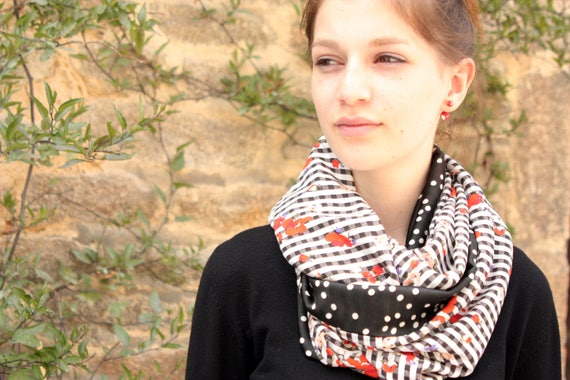 Stole-shawl infinity scarf flowers gingham and polka dot black and white. Shoulder cover