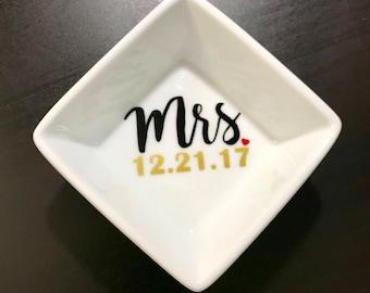 Wifey Ring Dish / Bridal Gift / Ring Holder / Engagement Ring Dish / Jewelry Dish / Jewelry Holder / Ring Holder / Mrs Ring Dish
