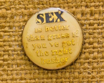 Naughty Suggestive Enamel Vintage Lapel Pin Sex Graphic Button Vtg Pin 7AN