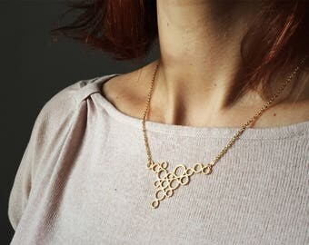 Gold - circle cluster pendent necklace.