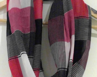 Infinity checkered scarf in black/pink/red/white - check loop endless circle scarf - tube eternity