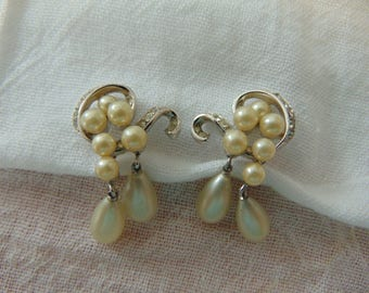 vintage crown trifari signed silver pearl crystal dangles clip earrings