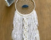 White Dream Catcher // Large, Macrame Boho Wall Hanging, Blue Agate Slice, Modern Boho Beach Gypsy Bedroom Baby Nursery Decor, Yarn Art