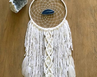 White Dream Catcher // Large, Macrame Boho Wall Hanging, Blue Agate Slice, Modern Boho Beach Gypsy Bedroom Baby Nursery Decor, Yarn Art