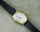 Vintage simple quartz watch smaller sized dress ladies watch white dial black leather band